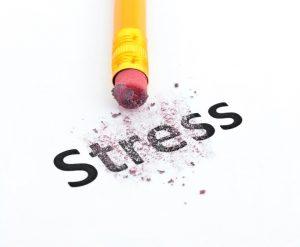 Radiergummi radiert Wort Stress aus.
